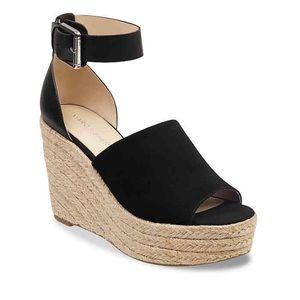 Marc Fisher platform sandals- black